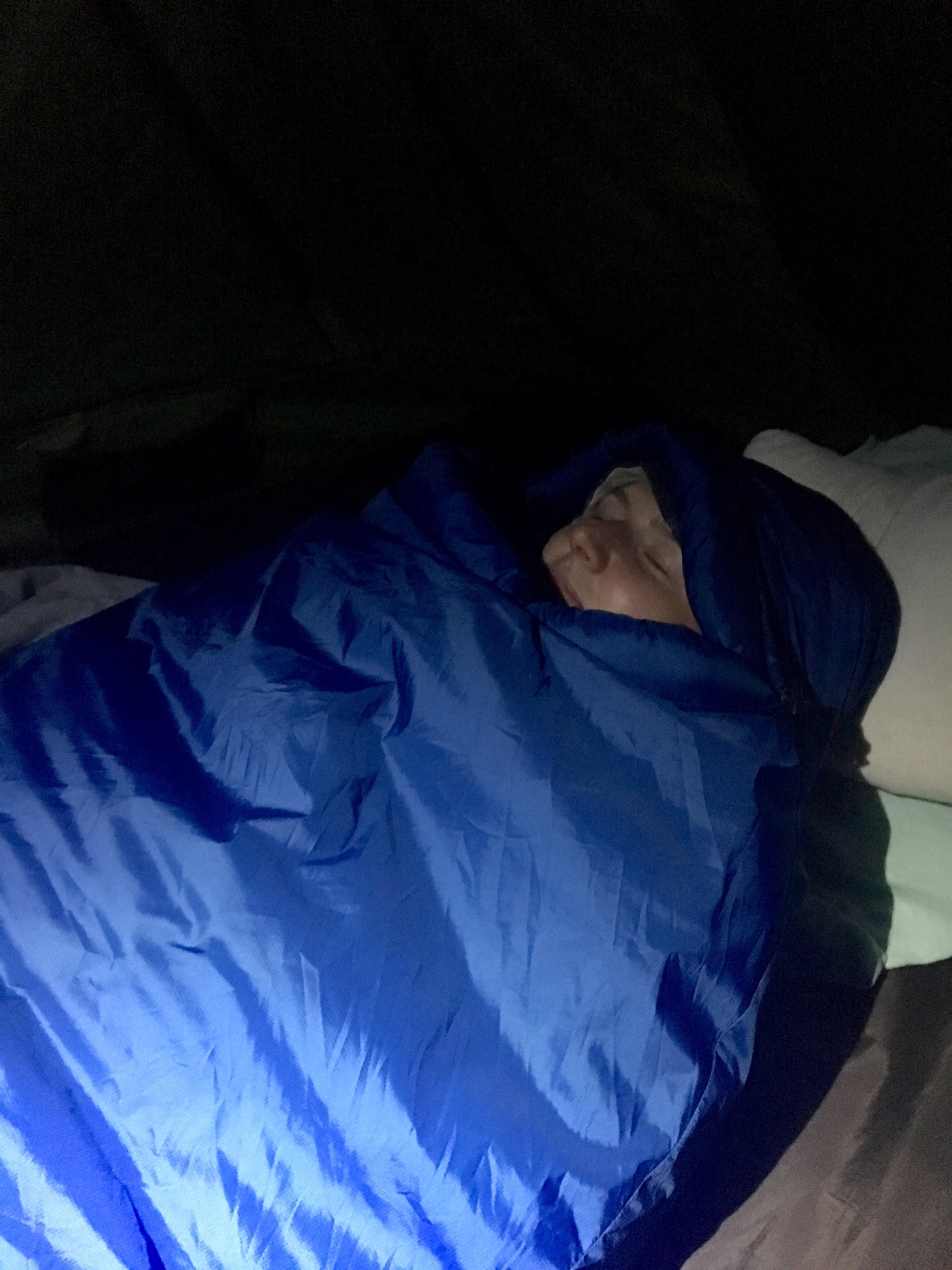 Julia im Schlafsack